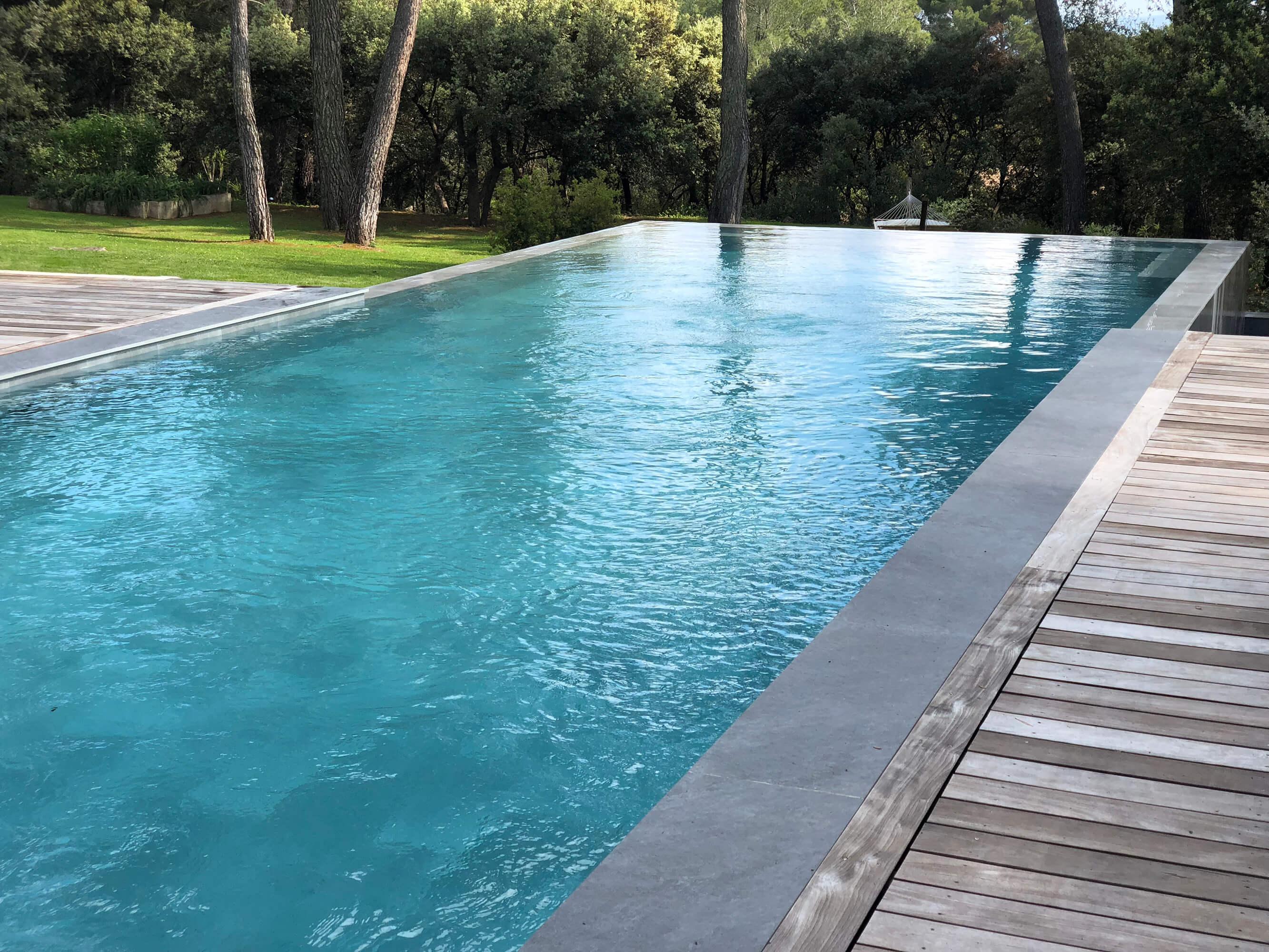Démolition et rénovation d'une piscine - Saint Marc de Jaumegarde
