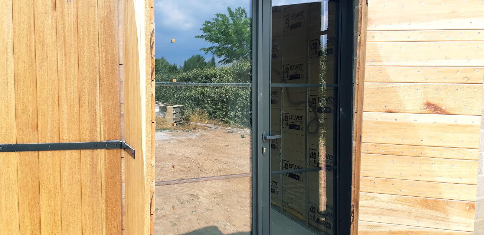 volet en bois- bureau en construction - Espaces Modernes -Puyricard